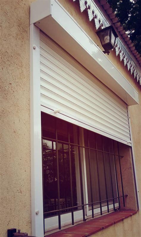 persianas y algo mas persiana colocada por fuera del vano de la ventana