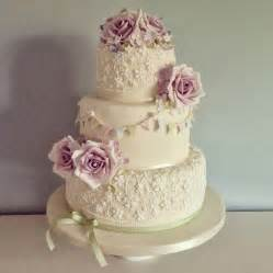 a great guide to choosing the perfect wedding cake