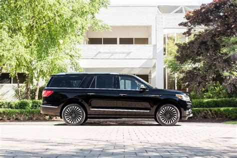 lincoln navigator back lincoln reveals 2018 navigator l provides closer look at