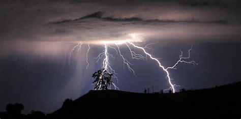 imagenes en movimiento de tormentas i fulmini aumentano a causa dei cambiamenti climatici