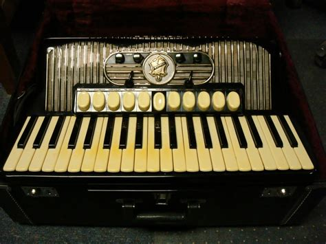 hohner gola  accordion  euro  hoshino benelux bv   netherlands