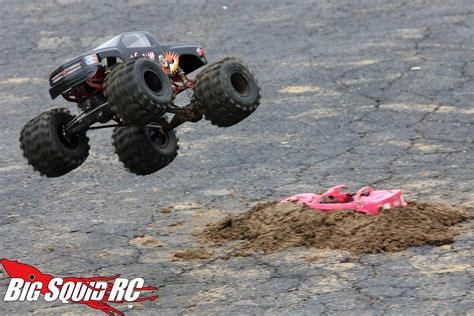 monster truck mud racing everybody s scalin for the weekend trigger king r c mud