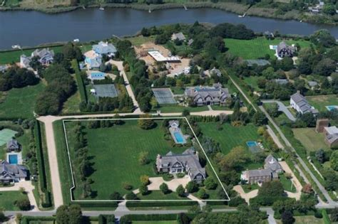 How To Build A Guest House In Backyard by Jennifer Lopez Buys 10 Million Mansion In The Hamptons