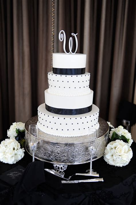 White And Black Wedding Cakes by Black And White Wedding Cake Wedding Cakes Desserts
