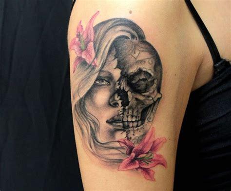 tatuaggi teschi e fiori volto di donna e teschio mara studio