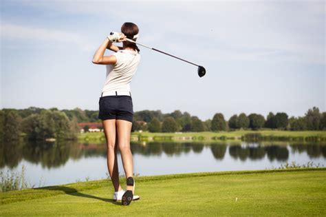 girl golf swing オシャレに楽しみたい女性ゴルファー必見 人気ブランド liliumuse 伝授 周りと差を付けるコーデで気分も