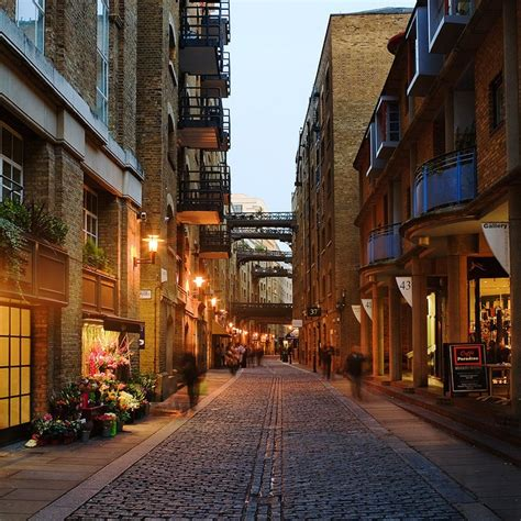shad thames london shad thames dusk by cybertect via flickr london alley