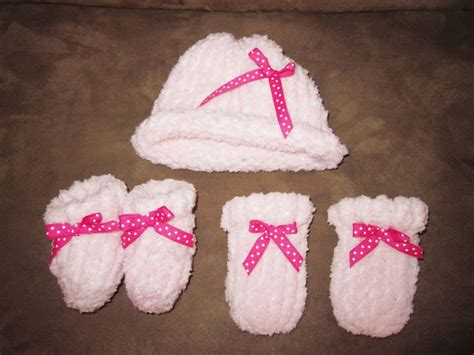 how to loom knit baby mittens tricks of the trade loom knitting newborn baby hat