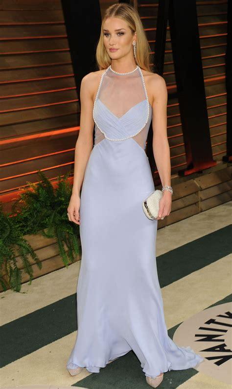 Vanity Fair 75371 by Rosie Huntington Whiteley Wearing Cushnie Et Ochs Gown
