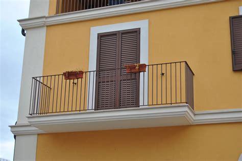 ringhiera per balconi ringhiere per balconi terminali antivento per stufe a pellet