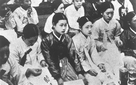 world war 2 comfort women is japan rewriting the history of world war ii