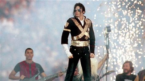 biography of michael jackson in english and spanish michael jackson music producer dancer songwriter
