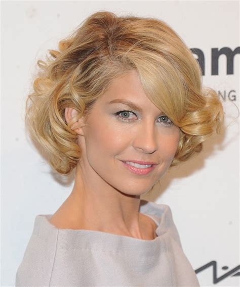 jenna elfman undercut back view jenna elfman hairstyles short hair memes