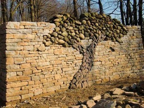 feld stein patio tolle gartenmauer aus feldsteinen zaun