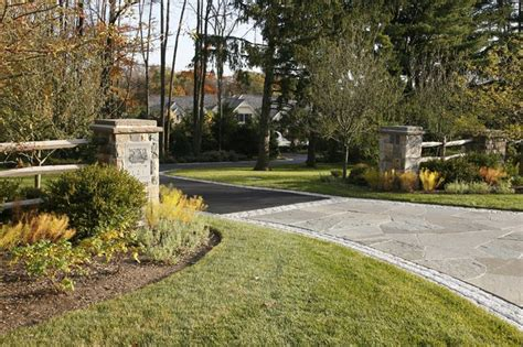 stone piers and bluestone driveway apron driveway designs pinterest driveways and