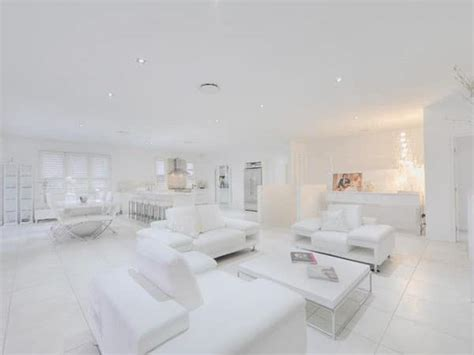 all white home interiors visite d un appartement 224 la d 233 co enti 232 rement blanche