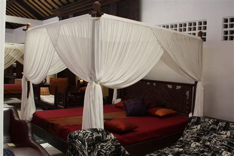 king canopy bedroom sets california king canopy bed lotus mahogany balinese canopy bed