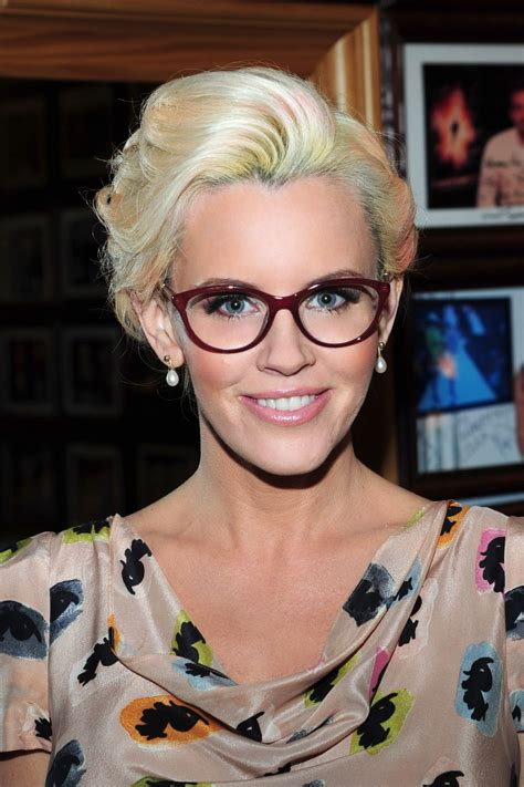 what color is jenny mccarthys hair i 2015 jenny mccarthy hair 2015 coupe de cheveux carr 233