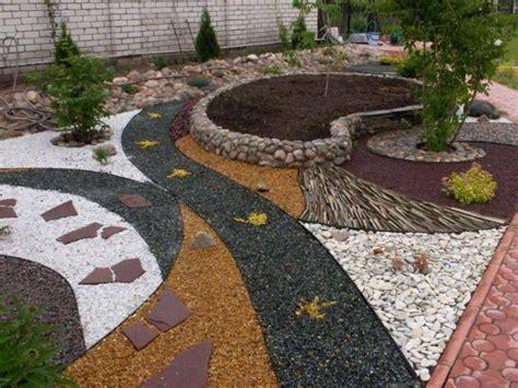 Gravier Décoratif Exterieur by Jardin Moderne Avec Du Gravier D 233 Coratif Galets Et Plantes