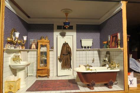 miniature dollhouse bathrooms dans la salle de bain on pinterest dollhouse miniatures