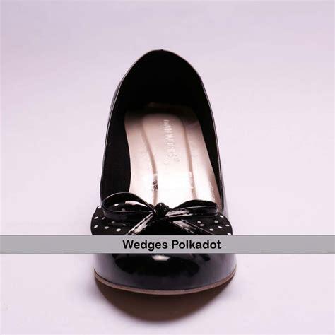 Wedges Hitam Pita Polkadot jual wedges ht 01 polkadot hitam murah bababeli