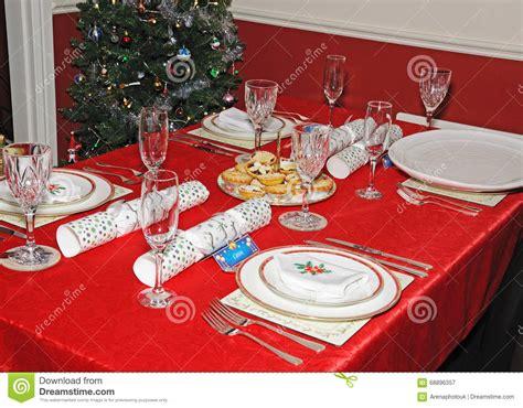 christmas dinner table setup christmas dinner table setting stock image image 68896357