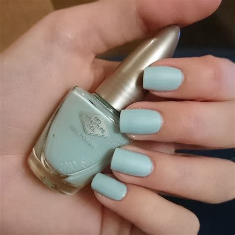 Essence Es 8180 A bio sculpture used more than one swatch by joubert