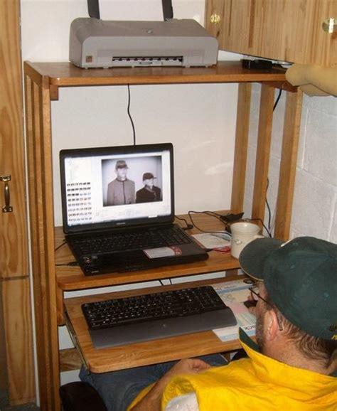 make computer desk how to build corner shelves diy woodworking projects