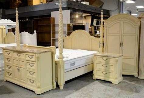 Pale Yellow Bedroom Furniture 5 Pc Thomasville King Size Bedroom Set Pale Yellow Painted