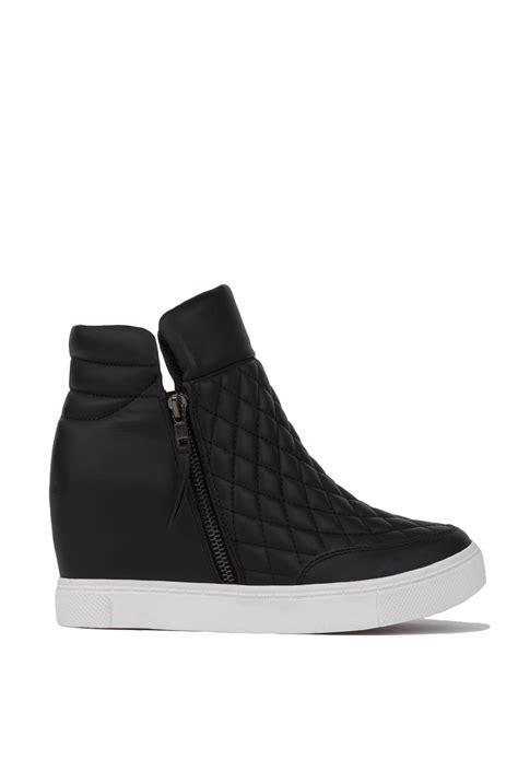 platform wedge sneakers steve madden linqs quilted platform sneaker wedges black