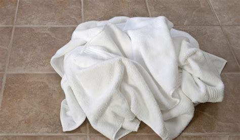 bathroom floor towels leaving d towels on the floor