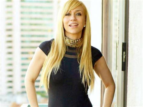 candela noelia instagram cantante noelia es criticada por foto