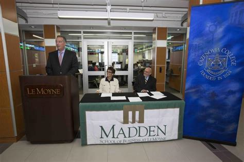 Lemoyne Mba Current Students by The Dolphin Le Moyne And Cazenovia College Agree To 4 1