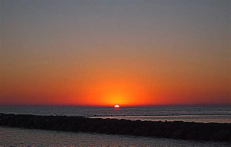 sul mare tramonto sul mare foto immagini notturni tramonto