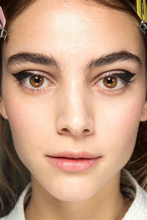 tutorial eyeliner occhi piccoli trucco how to come mettere l eyeliner a seconda della