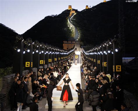 Fendi Catwalk Show In Great Wall Of China fendi holds fashion show on great wall of china daily