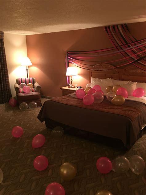 surprise birthday hotel decor    friend