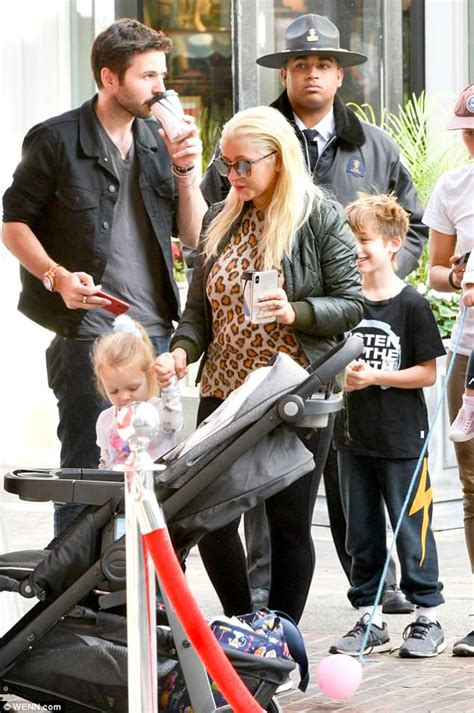 Aguilera Husband On Sundays by Aguilera Takes Children To Meet Santa Claus