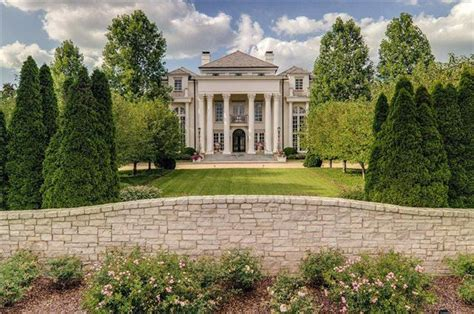buy a house in nashville saturday morning roundup johnny depp s new home maybe