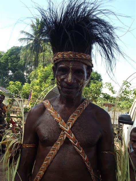 Teori Teori Komunikasi Antarbudaya Ori komunikasi antarbudaya suku asli tanah papua marind