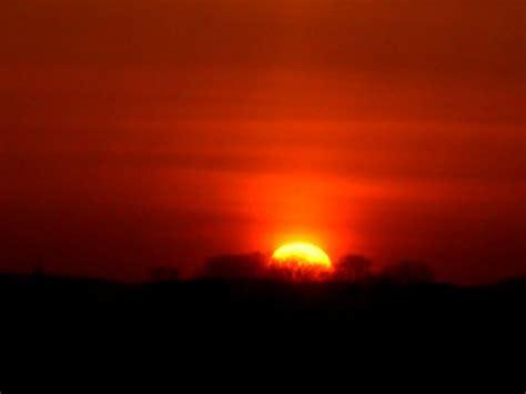 wann ist es dunkel nach sonnenuntergang sonnenuntergang am 16 04 2010 mit lichtreflektionen nach