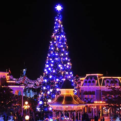 when does disneyland decorate for christmas christmas cards