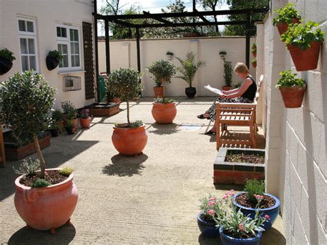 mediterranian courtyard gardens courtyards and verandas pinterest 1000 images about garden designs on pinterest