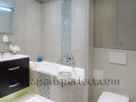 large 3i en suite bathroom blue mosaic and beige tiles