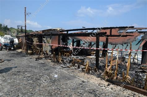 popolare mezzogiorno tropea incendiata una struttura balneare a tropea