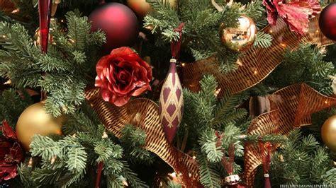 close  christmas tree wallpaper freechristmaswallpapersnet