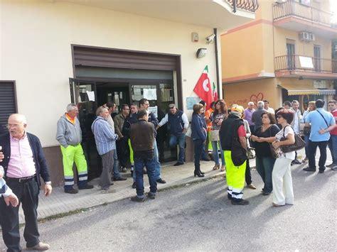 inps sede di cosenza castrovillari sit in di protesta davanti all inps per la