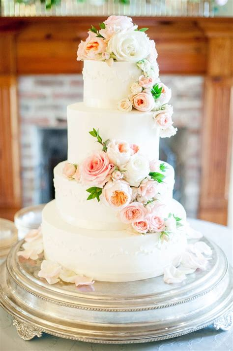 Wedding Cake Simple Flowers by 10 Best Ideas About Wedding Cakes On