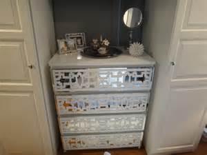 o verlays mirror mirror on the drawer