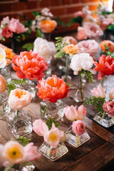 Best Flowers For Bud Vases by 5 Unique Wedding Centerpiece Combinations That Make A Statement Wedding By Wedpics